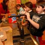 Los chicos en acción en el Taller de Reciclado.